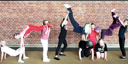 Landesberger Kinder türmten sich zu Menschenpyramiden auf 19.08.08