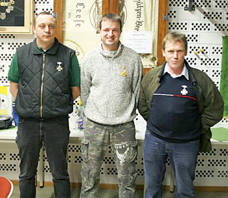 Die Besten in der Schützenklasse (von links): Thomas Krismans- ky, Michael Brandt und Werner Hockemeyer.