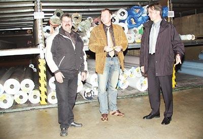 """""""Alleine kann das niemand schaffen"""": Ralf Heineking (Mitte) mit seinen leitenden Angestellten, Peter Verschoor (links) und Ulrich Viezens.Foto: Heckmann"""
