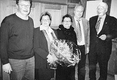 Vorsitzender Hans-Günther Krieg, die ausgeschiedene Christa Knipping, die stellvertretende Vorsitzende Adelheid Mertens, Kassenwart Hermann Obst und Schriftführer Willi Heineking.