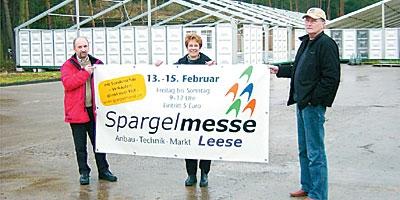 Die Organisatoren der 17. Spargelmesse (von links) Reinhard Rohlfng, Britta Ronnenberg und Dietrich Paul. Foto: Privat
