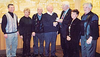 Der Vorstand des Heimatvereins Landesbergen mit ausgeschiedenen und neuen Mitgliedern.