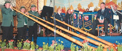 Im wechselnden Einsatz gefielen der Feuerwehrmusikzug Landesbergen und die Jagd- und Alphornbläser Loccum.Foto: Duensing