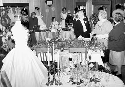 """Alles für den schönsten Tag des Lebens: """"Hochzeitstag"""" im Landesberger """"Mühlengasthof"""" stieß auf breites Interesse.Foto: Reckleben"""