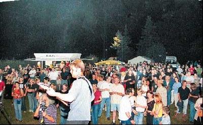 Über 750 Musikbegeisterte kamen zum 30. CVJM-Festival am Waldheim in Landesbergen.Fotos: Duensing