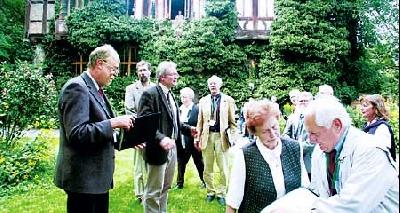Fachsimpeln auf dem Rittergut, links: Jury-Vorsitzender Michael Pelzer, daneben Rolf Bodermann und Carsten Niemeyer. Fotos: Hildebrandt