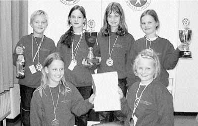 Die glücklichen Landessieger von links oben: Martin Lipski, Lara Hasselbusch, Ellen Schiefelbein und Madeleine Kirste. Von Links unten: Janninka Voß und Lisa Möhrle. Foto: privat