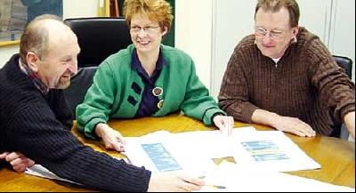 Organisieren und Planen die 18. Spargelmesse in Leese (von links): Reinhard Rohlfing, Britta Ronnenberg und Dietrich Paul.Foto: S. Hildebrandt