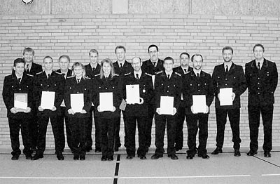 Die Geehrten und Beförderten der Feuerwehr Husum gemeinsam mit Ortsbrandmeister Andreas Haake. Foto: Privat