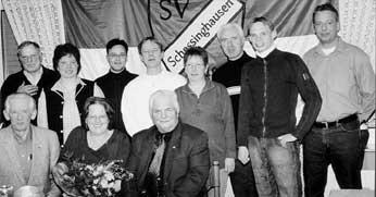 NEUE ÄRA: Dieter Klitzke (vorn) gab den Vorsitz beim SV Schessinghausen ab, Olaf Polster (dahinter) ist der neue Vorsitzende.Kahle