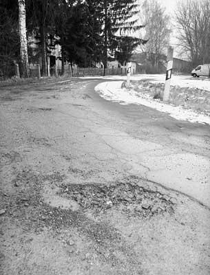 """Überfällig: Die Straße """"Zappenberg"""" soll in diesem Jahr saniert werden.Foto: Bernard"""