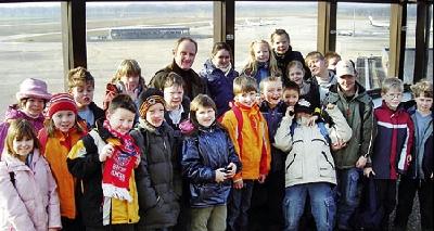 Die Klasse 3d der Grundschule Husum erlebte einen spannenden Tag auf dem Flughafen Hannover in Langenhagen.