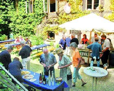 Im Hof des Ritterguts präsentierte sich Landesbergens Patengemeinde Parsau.