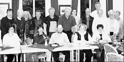 Mitarbeiter und  Mitarbeiterinnen der verschiedenen Gemeindegruppen bei der Probe des Festgottesdienstes im Gemeindesaal.Foto: Dreyer