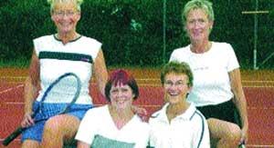 Zur erfolgreichen Mannschaft gehören (von links) Edda Reims, Hanne Schmidt, Brunhilde Brauner und Anni Gräbel.