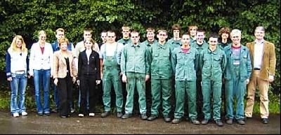 Das Foto zeigt die Leeser Auszubildenden mit Ihren Ausbildern und dem Geschäftsführer Herrn Stefan von Weiler.