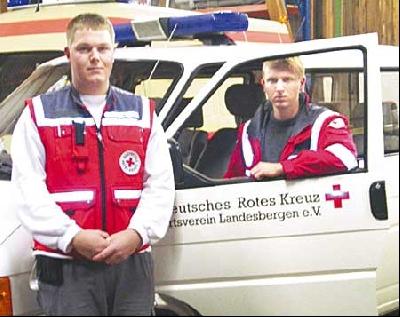 Die Landesberger Rettungssanitäter Patrick von Hartz (links) und Christian Müller.Foto: Kaska