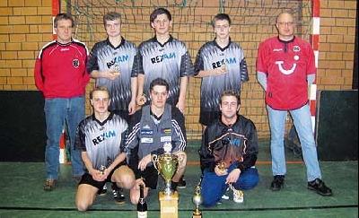 Die Rexam-Mannschaft wurde neuer Pokalsieger beim Firmen-Hallenfußballturnier. Foto: privat