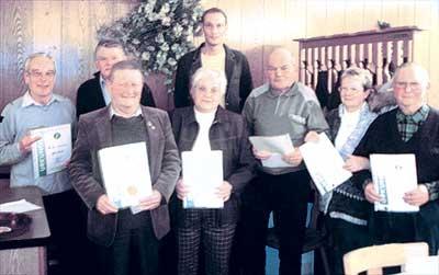 Gerd Kneist, Kurt Meyer, Werner Grubert, Luise Könemann, Vorsitzender Stefan Sukopp, Richard Möller, Karin Salger und Dietrich Osten stellten sich dem Fotografen.