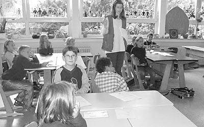 """Die Mädchen und Jungen der Klasse 3a der Landesberger Grundschule befassten sich mit dem Sehen innerhalb des Projekts """"Fit fürs Leben"""". Foto: Reckleben-Meyer"""