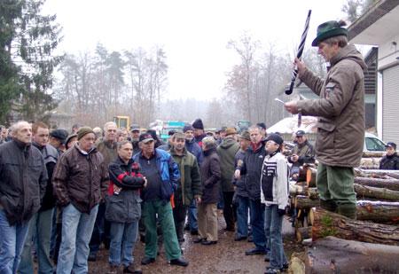 Holzauktion in Leese war ein Publikumsmagnet 04.12.08