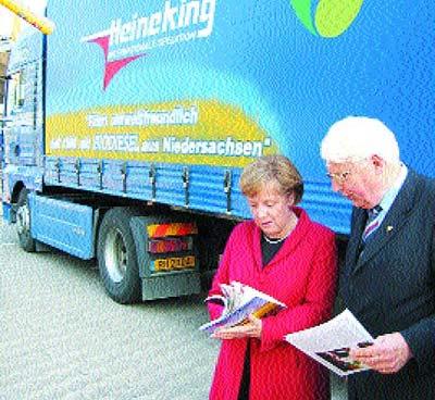 Willi Heineking fuhr bei der CDU-Regionalkonferenz mit dem neuen Rapsöl-Brummi vor und traf Kanzlerin Angela Merkel.