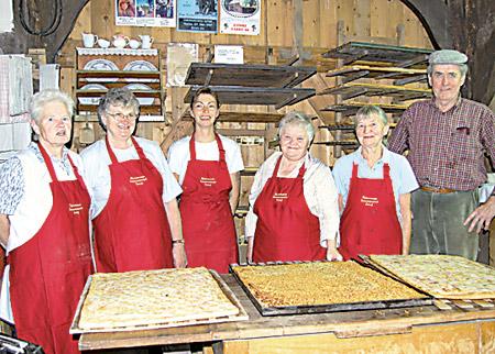 Das Backscheunen-Team produzierte leckeren Butterkuchen.