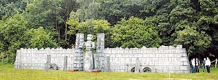 """Ein Denkmal der Ureinwohner """"Mythodeas"""