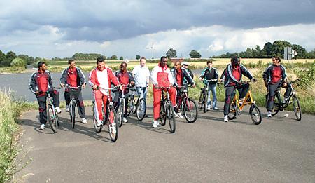 Kubanische Nationalmannschaft auf Fahrrädern unterwegs